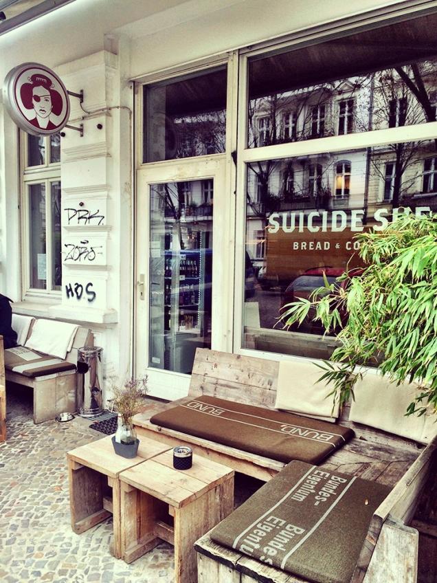 maraviwonderful_berlin_suicidesue1