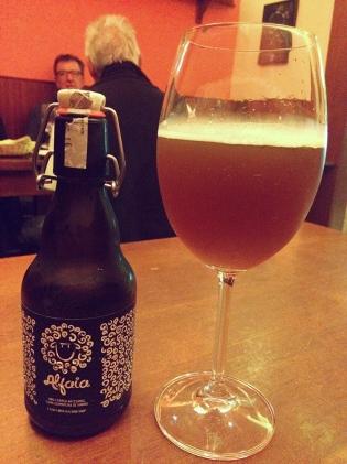 Em casa de vinho, se toma cerveja assim.